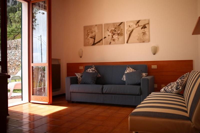 Camere Con Divano Letto : Ciliegio camera con divano letto hotel rosita
